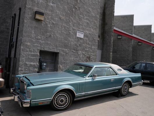 Lincoln Continental Mark5-2.jpeg