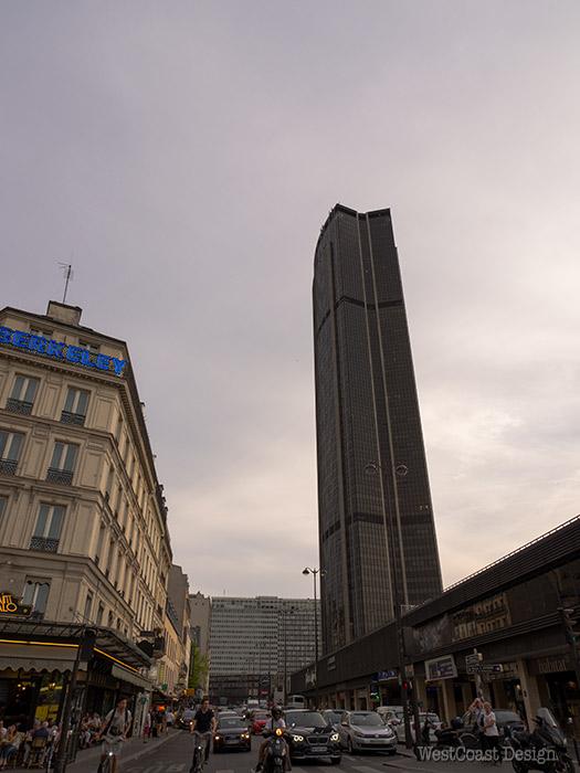 パリ の エッフェル 塔 が 完成 した 当時 最上 階 に あっ た もの は 次 の どれ